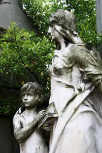 Père Lachaise cemetery in Paris, funeral sculpture