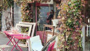 Les artistes à Paris, cadres au Marché aux Puces de Paris