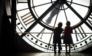 Orsayn museon kierros Impressionistien jalanjäljillä, vanha asemankello museon 5. kerros