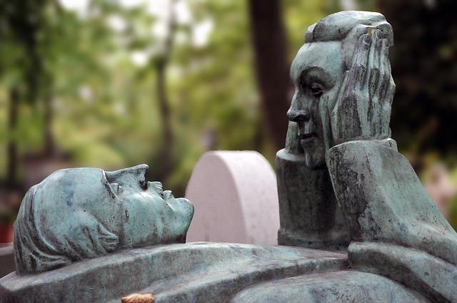 Belles tombes monumentales au Cimetière du Père Lachaise