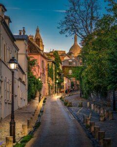 Paris des Artistes -rue de l'Abreuvoir à Montmartre