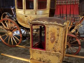 Private visit in the Coach Gallery of Versailles